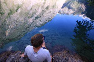 Bergpanorama spiegelt sich im Obersee bei Berchtesgaden